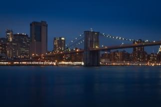 Brooklyn Bridge - Blick über den East River von Brooklyn nach Manhattan