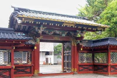 Das Karamon ist das Eingangstor zum Innenbereich des Nezu-Schrein.