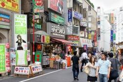 Eine Einkaufsstraße in Ikebukuro.