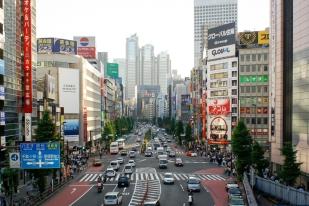 Blick vom Bahnhof Shinjuku (jap. 新宿)
