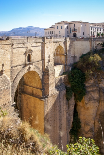 Die Puente Nuevo verbindet die Altstadt La Ciudad mit dem jüngeren Stadtteil El Mercadillo.