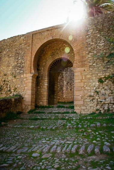 Die Stadtmauer mit ihren alten maurischen Toren.