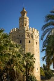 Um den Hafen von Sevilla vor feindlichen Schiffen zu schützen, wurde vom Torre del Oro eine schwere Eisenkette durch den Fluß Guadalquivir gespannt.