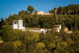 Der Generalife liegt oberhalb der Alhambra auf dem Sonnenhügel. Es war der Sommerpalast der maurischen Sultane.