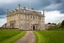 Kingston Lacy war bis 1981 von der Familie Banks bewohnt. Das gesamte anwesen wurde nach dem Tode des letzten Banks dem National Trust geschenkt.