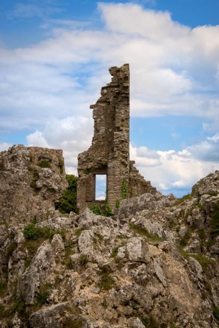 Der letzte Bewohner der Burg war Sir John Banks. Im Englischen Bürgerkrieg wurde die Burg 1646 nach einer Belagerung zerstört.