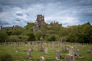 Der Familie Banks wurde zwar erlaubt die Burg zu verlassen, dennoch sind bei der Einnahme der Burg dutzende Soldaten ums Leben gekommen.