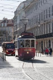 Die kleinen Trambahn sind so etwas wie eine Institution in Lissabon. Sie wurden erstmals 1873 in Betrieb genommen und versprühennoch heute nostalgischen Charme.