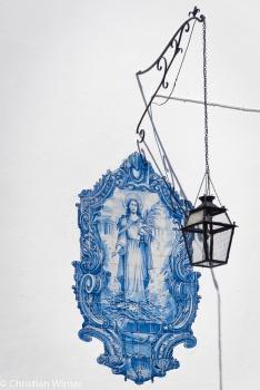 Azulejo werden die meist blauen Kachelgemälde bezeichnet, die man überall in der Stadt finden kann.