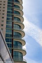 """Die beiden Türme """"Torres São Rafael/São Gabriel"""" haben jeweils eine höhe von 110m und wurden zur Weltausstellung EXPO98 im Parque das Nações errichtet. Architekten waren Júlio Appleton, João Almeida und Tiago Abecassis."""