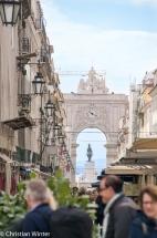 Die Rua Augusta ist die zentrale Achse der nach dem Erdbeben von 1755 nach Plänen von Eugénio dos Santos und Carlos Mardel wieder aufgebauten Baixa Pombalina.