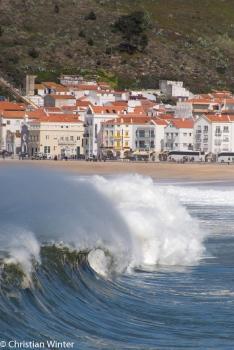 Die Wellen von Nazarè sind weltberühmt.