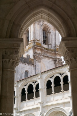Mit dem Bau des Klosters wurde 1178 begonnen und im Jahre 1240 mit seinem ersten Abschnitt (Kirche und erster Kreuzgang) beendet.