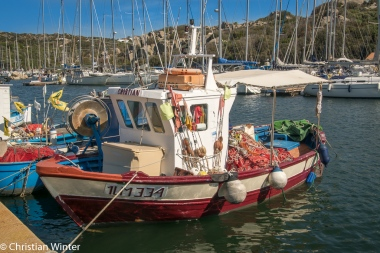 Durch die Meerenge zwischen Sardinien und Korsika, der Straße von Bonifacio, ziehen Schwärme von Thunfischen und sogar Delfine.